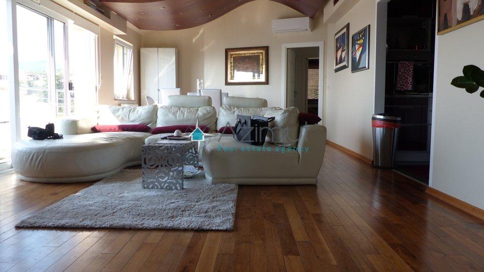 Volosko, etaža, 2 stana, 160 m2, prvi red do mora