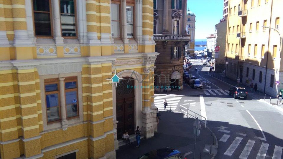 Rijeka, centar, stan, 2S+ DB, 100 m2, na prvom katu, 50 metara od Korza