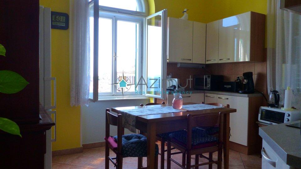 Opatija, Volosko, stan u staroj vili, 2S + DB, 94 m2