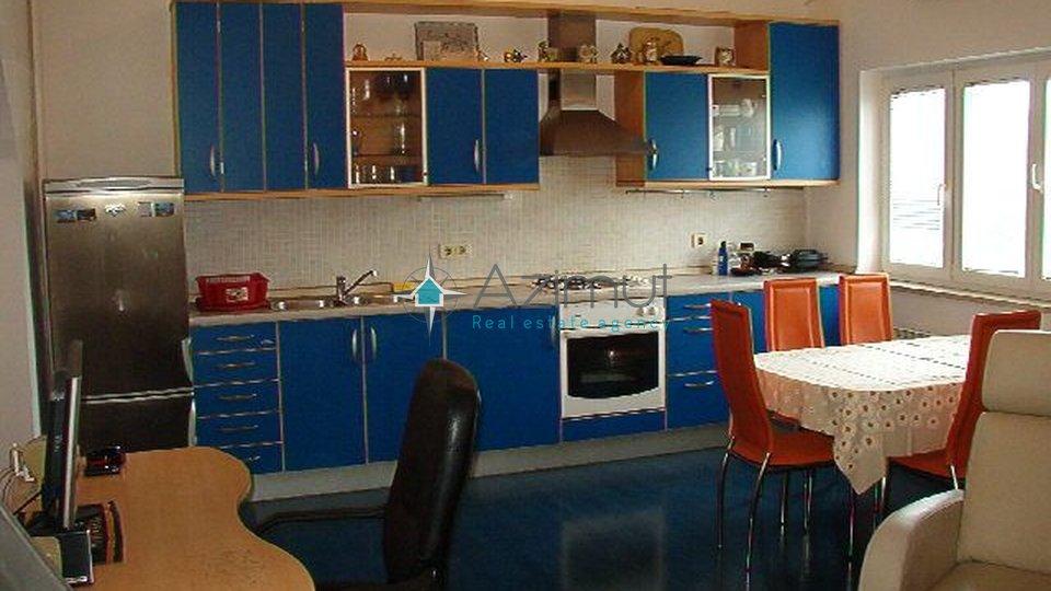 Rijeka, Gornja Vežica, Kuća, sa dva stana + OKUĆNICE 200 i garažom
