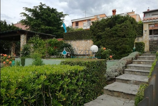 House, 220 m2, For Sale, Novi Vinodolski