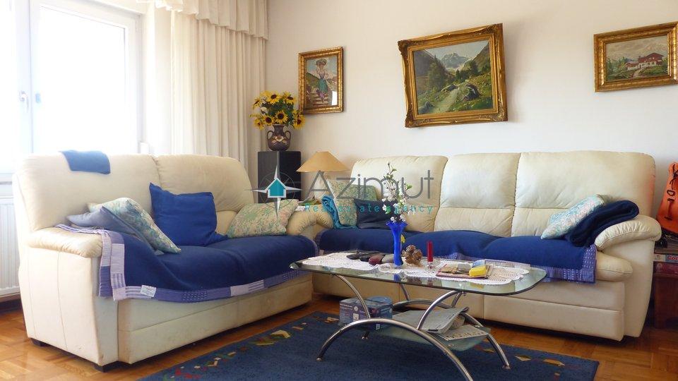 Marinići, kuća, 415 m2 + okućnica s bazenom i pogled na more