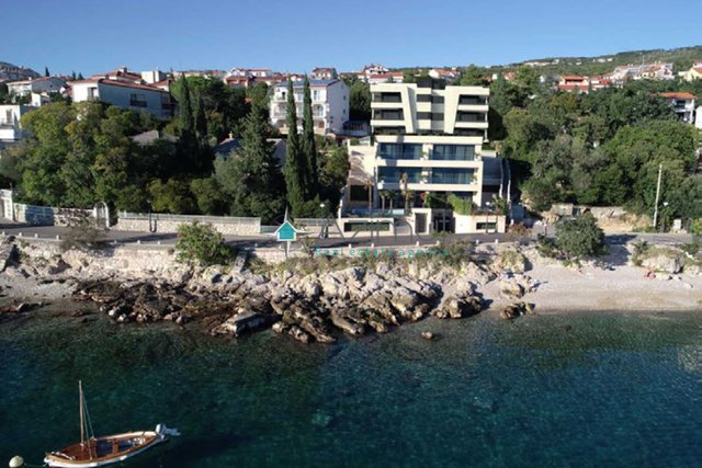 CRIKVENICA - LUXURIOUS APARTMENT IN THE SECOND ROW TO THE SEA