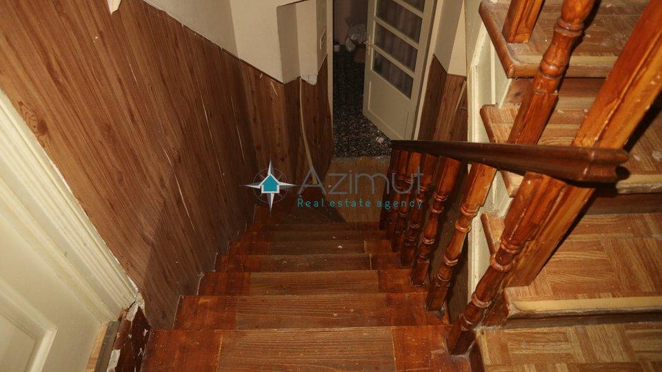 Njivice,  prodaje se kuća 234 m2 sa ugostiteljskim objektom - PRVI RED DO MORA!