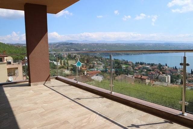 Opatija, apartment 107,30 m2, 3B+LR, open sea view, courtyard with swimming pool