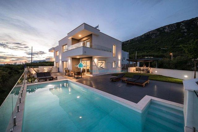 Hiša, 160 m2, Prodaja, Crikvenica