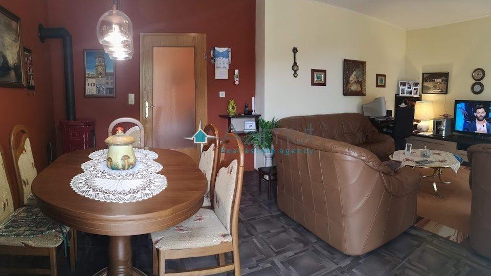 Mošćenička draga, dvojna kuća 204,28 m2 sa 4 stambene jedinice i pogledom na more