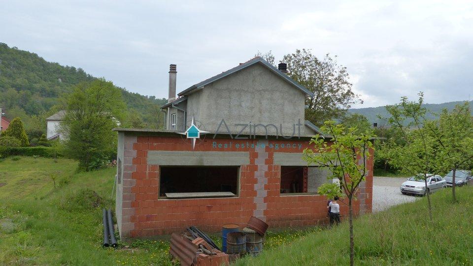 Rijeka, Lukeži, kuća, prizemlje i visoko potkrovlje, 255 m2, velika okućnica