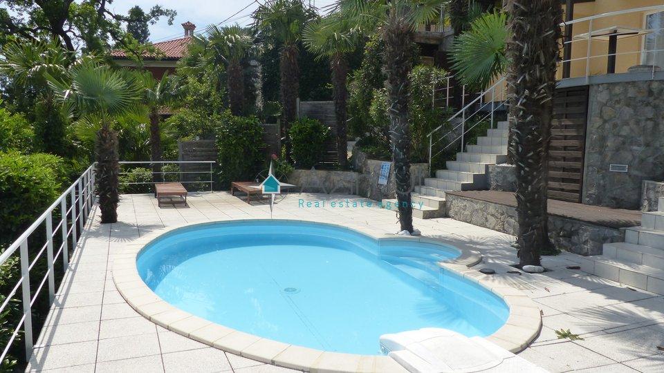 Opatija, stan, 2S + DB, 60 m2, s pogledom na more i bazenom