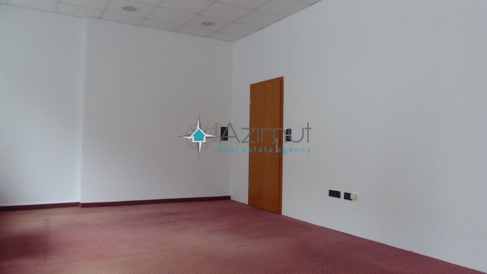 Commercial Property, 40 m2, For Rent, Rijeka - Centar