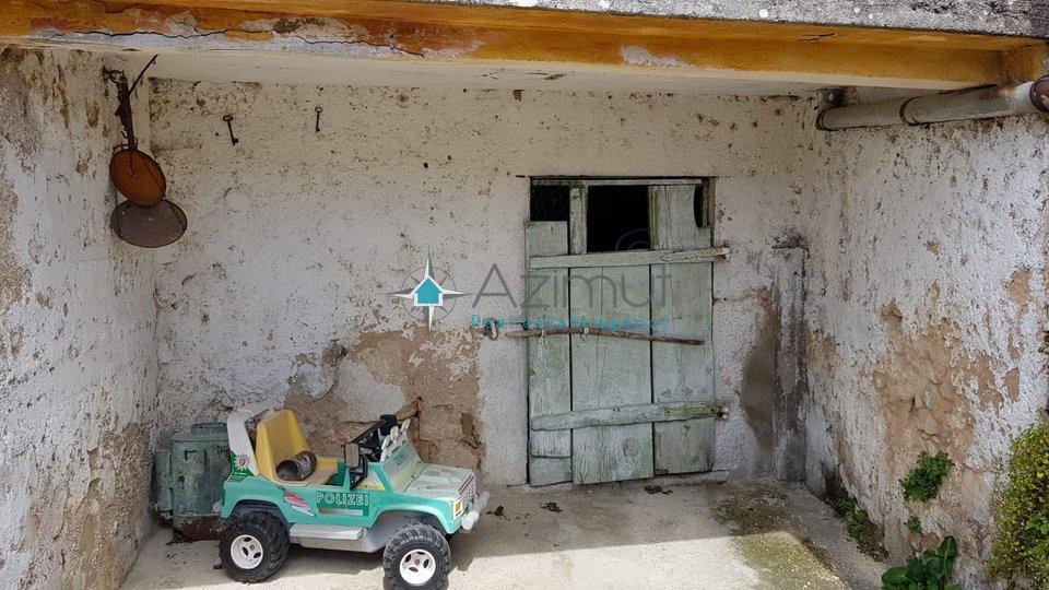 Grižane, Kostelj, starija kuća za obnovu, 75m2