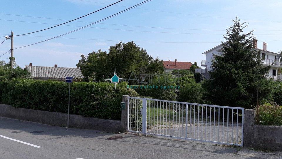 Pobri, građevinsko zemljište  650m2 s građevinskom dozvolom