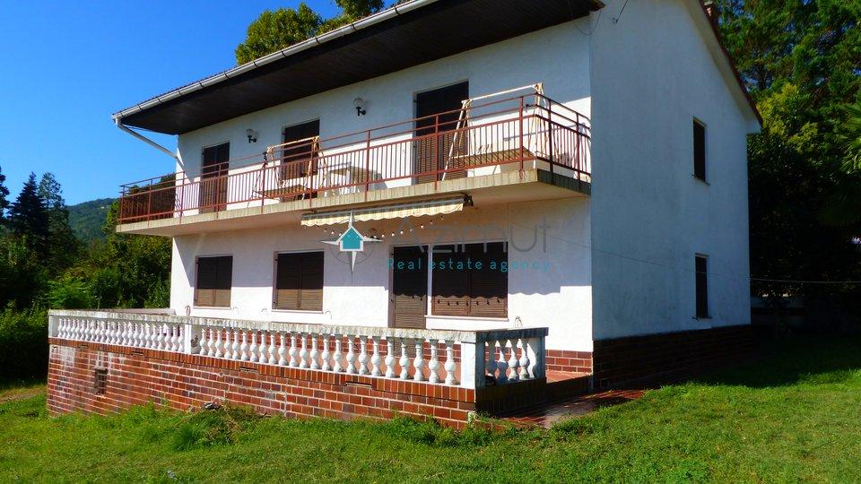LOVRAN - samostojeća kuća površine 200 m2