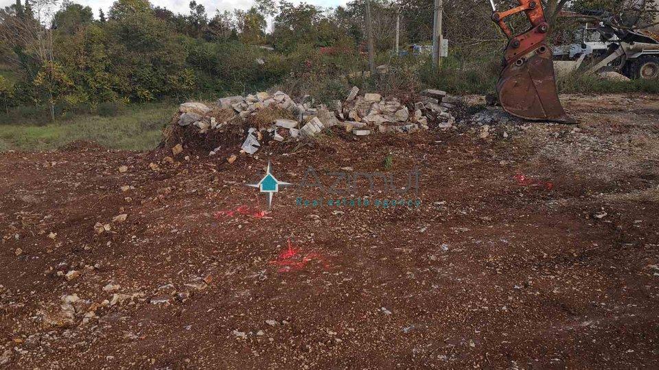 Žminj, atraktivno građevinsko zemljište, 3500m2, ishodovana građevinska dozvola!!