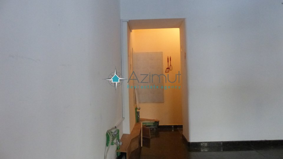 Commercial Property, 30 m2, For Rent, Rijeka - Centar