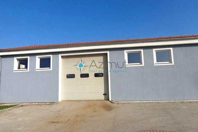 Commercial Property, 190 m2, For Rent, Mavrinci