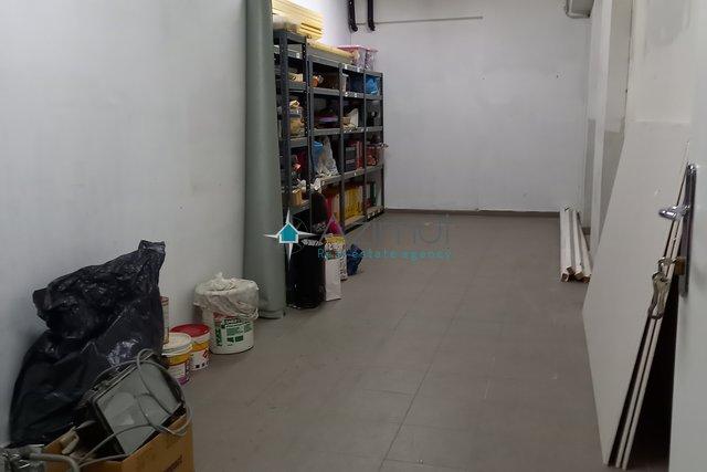 Poslovni prostor 25m2 u centru grada - najam