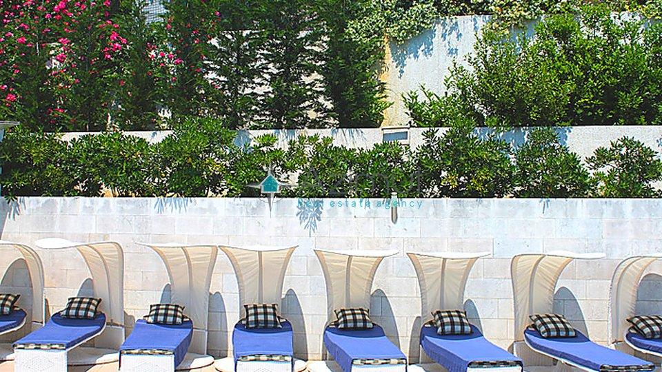 Ičići, 730 m2, vila s bazenom i velikom okućnicom