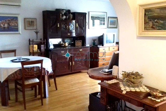 Opatija, stan, 2S+DB - dva balkona + podrum, 69 m2