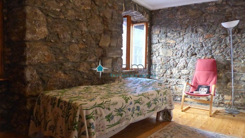 Volosko, kuća u nizu, 136 M2