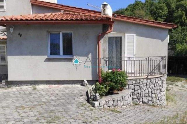 Rijeka, Drenova, obiteljska kuća sa tri stana 120m2,60m2 i 50m2