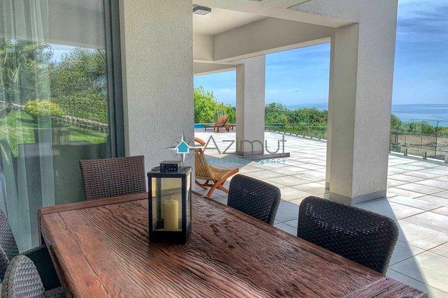 Kastav, Samostojeća kuća s bazenom, 400 m2, pogled na more!